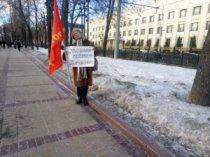 В Москве прошли одиночные пикеты у посольства РК в знак протеста против ареста рабочих в Жанаозене