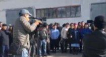Люди требуют работу: забастовка на заводе в Актобе