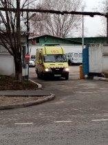 Работники «скорой помощи» Алматы вынуждены сами шить из одноразовых простыней противочумные костюмы!